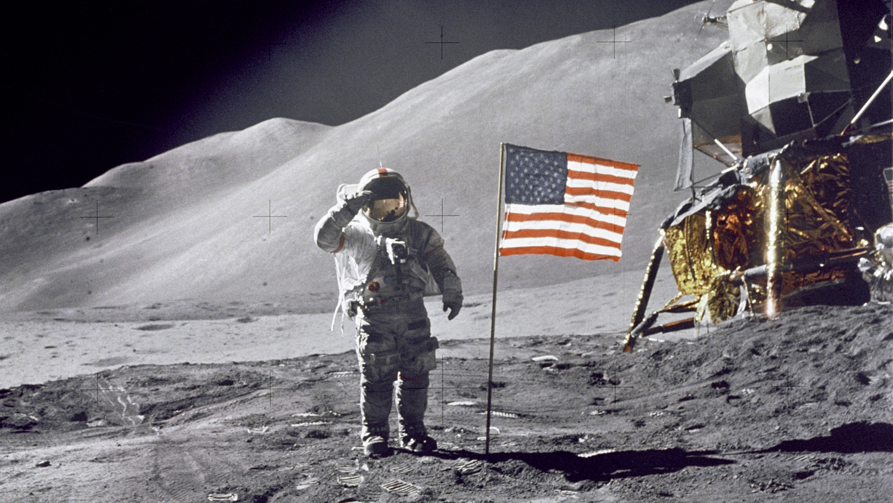 drapeau sur la lune