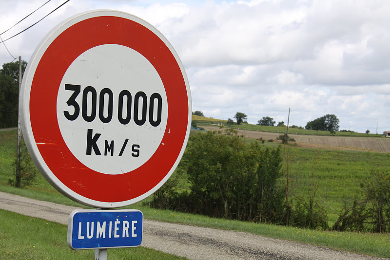 vitesse de la lumiere km s