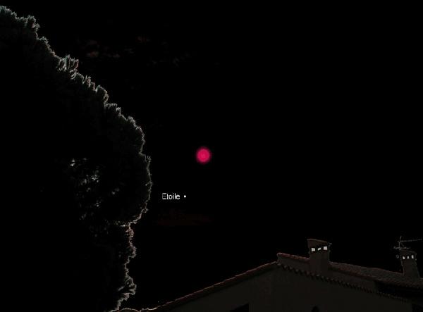 lumiere rouge dans le ciel